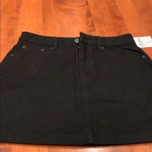 Forever 21 black denim shakier size medium new